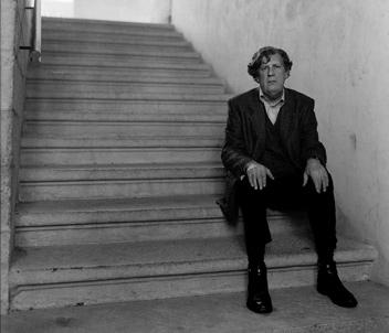 Hubert Lucot à l'escalier